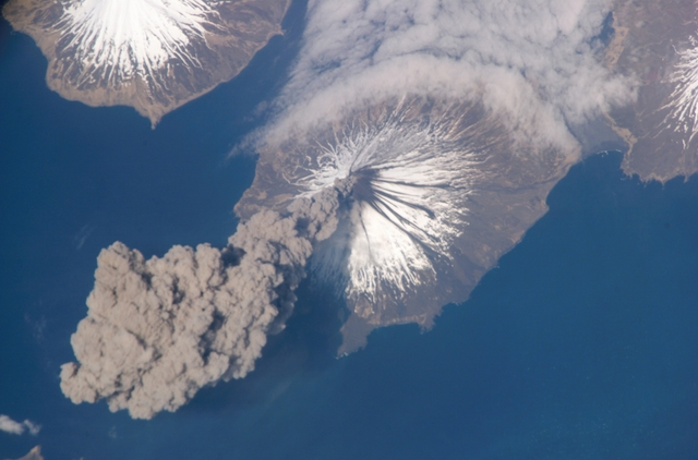 0124-0610-2618-0801 view from space showing the eruption of cleveland volcano aleutian islands alaska m